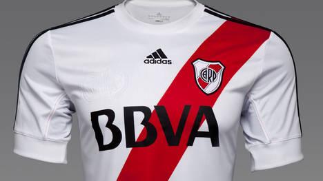 nueva-camiseta-River-temporada_CLAIMA20120702_0120_29